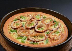 鱿鱼海鲜披萨