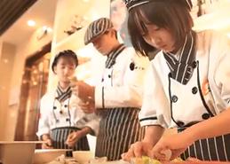 高颜值小鲜肉一起做寿司