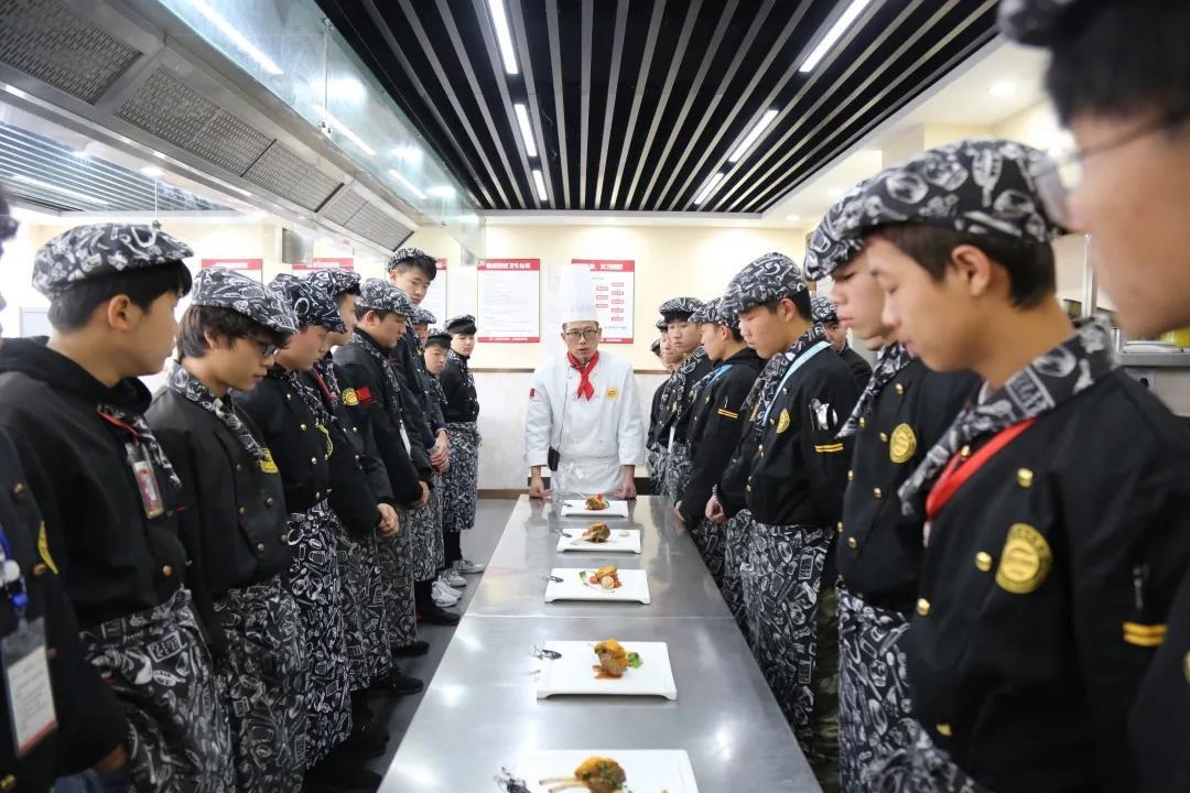 张子进:穿上军装保家卫国我光荣,学习技能助力发展我骄傲!